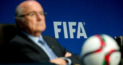 FIFA Vizepräsident will sich gegen Korruptionsvorwürfe verteidigen und fällt auf Fake Artikel rein!