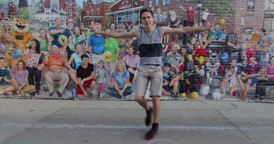 Dieser Kerl tanzte eine Choreo an hundert Orten und machte ein völlig sensationelles Video daraus