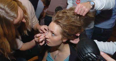Mädels aufgepasst! 5 katastrophale Fehler beim Haare-Föhnen!