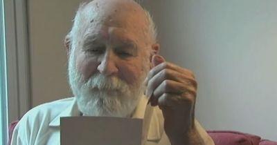Mann bekommt Vatertagskarte - Sohn seit 26 Jahren Tod!