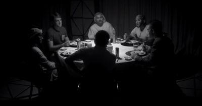 6 Menschen, 1 dunkler Raum!