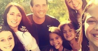 Diese Frau hat die vier Töchter ihrer besten Freundin adoptiert, der Grund rührt mich zu Tränen