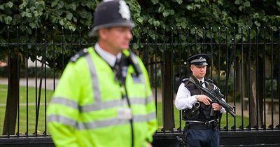 Musterbeispiel Polizei: Diese 2 Polizisten reagieren trotz Lebensgefahr vorbildlich!