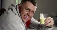 Dieser Bodybuilder macht für seine Muskeln echt alles!