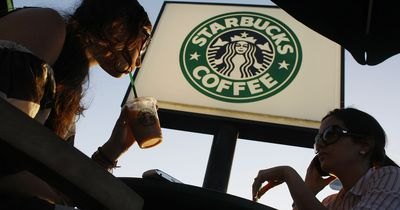 Heftig: Kundin bei Starbucks durch Kaffee schwer verletzt!