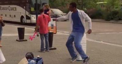 Dieser Arzt tanzt zweimal in der Woche auf der Strasse