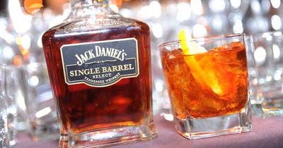 So trinken richtige Männer einen Whiskey!