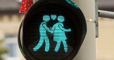 9 Gründe, warum man seinen Partner immer wieder eifersüchtig macht!