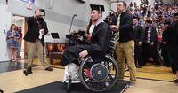 Chris Norton, ein Student aus den USA, sollte wegen eines Unfalls nie wieder Laufen können!