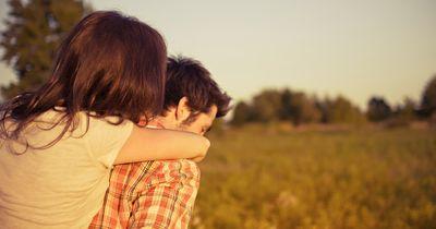 5 sarkastische Gründe, warum deine Ex noch Kontakt zu dir will