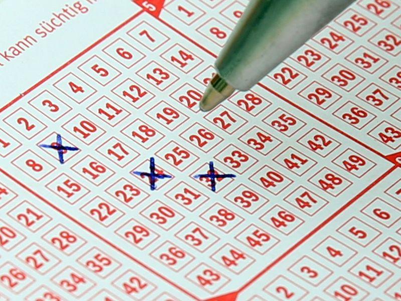 Mann gewinnt im Lotto – und hat eine SEHR seltsame Reaktion darauf!