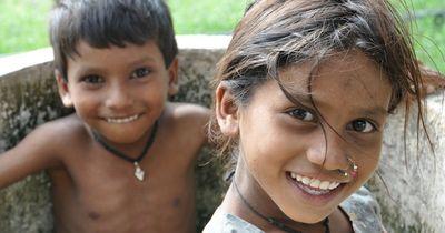In diesem Dorf wachsen den Jungen erst mit 12 Jahren Penisse