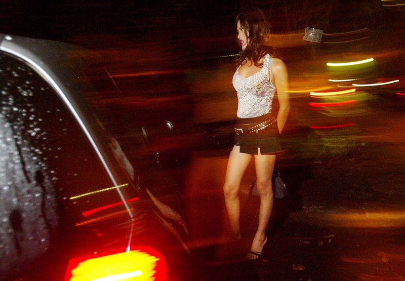 """Mann verständigt Polizei, weil Prostituierte ihn nicht die abgemachten 30 Minuten """"versorgt"""" hat"""