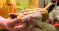 Metzger stellt die teuerste Bratwurst der Welt her