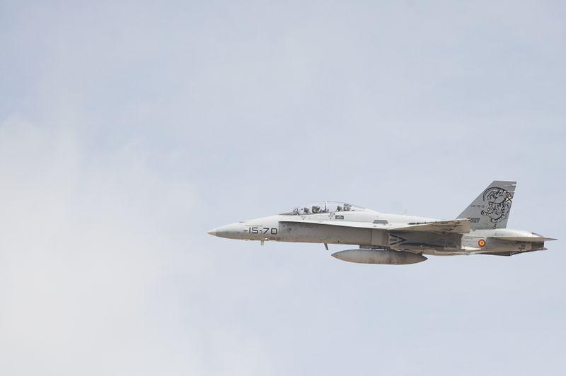 Schwedischer Kampfjet landet mitten auf der Straße