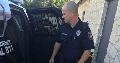 Nach der Autokontrolle - Anstatt einem Strafzettel verteilten Polizisten DAS!