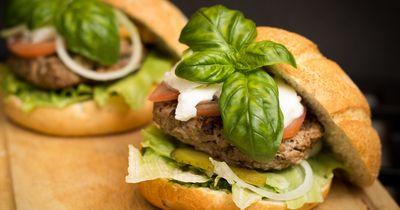 Macht zu spätes Essen wirklich dick?