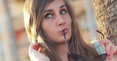 9 Anzeichen dafür, dass du eindeutig zu lange Single bist