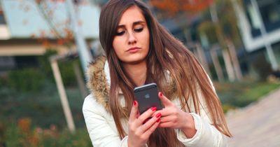 9 Dinge, die einer Frau durch den Kopf gehen, wenn er nicht antwortet