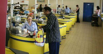 Was steckt eigentlich genau hinter den Fragen an der Supermarktkasse?