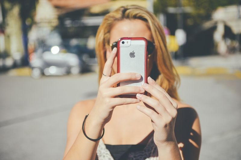 Wenn dein Smartphone diesen Code beherrscht, hält dein Akku ewig
