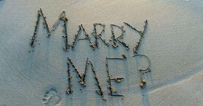 Er machte seiner Freundin 148 Heiratsanträge!