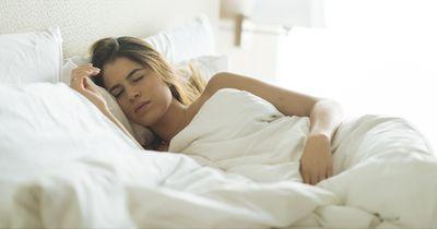 So brauchst du viel weniger Schlaf, als sonst!