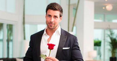 Der Bachelor hält Händchen!