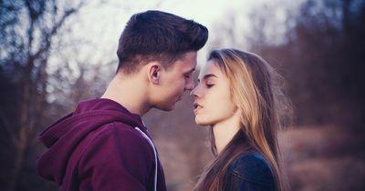 So bekommst du ihn dazu, dass er sich in fünf Tagen in dich verliebt