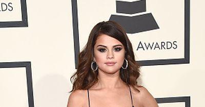 SO sexy zeigt sich Selena Gomez in Paris!! Unterwäsche? Fehlanzeige!!