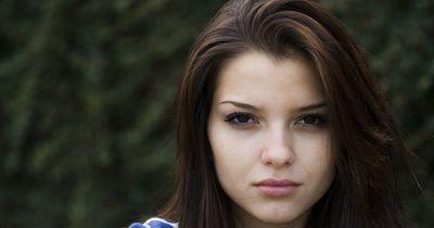 Diese 10 Frauenklamotten hasst jeder Mann!