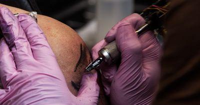 Wegen DIESEM Tattoo hat sich seine Frau von dem Youtube-Star getrennt