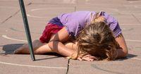 Verschwundenes Mädchen sieht fern und was dann passiert, ist einfach unglaublich