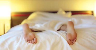 Das sagt deine Schlafposition über dich aus!
