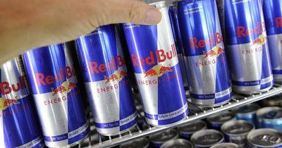 Junge Frau trank 20 Dosen Red Bull am Tag