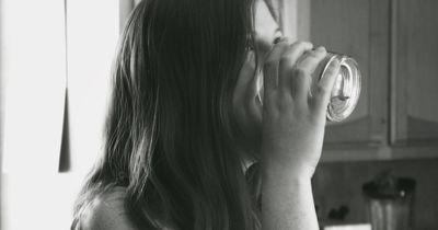 Wenn du diesen Saft auf leeren Magen trinkst, nimmst du von ganz allein ab