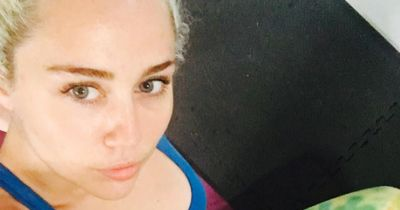 Miley Cyrus zeigt stolz ihr peinliches Tattoo!