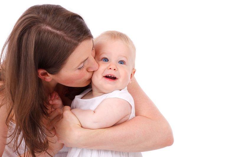 GENIAL: SO verlierst du Gewicht allein durch dein Baby