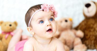 Frau lebt als Baby