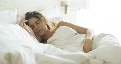 Wie du im Bett liegst, verrät einfach alles über dich
