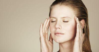 So wirst du deine Kopfschmerzen innerhalb weniger Minuten los